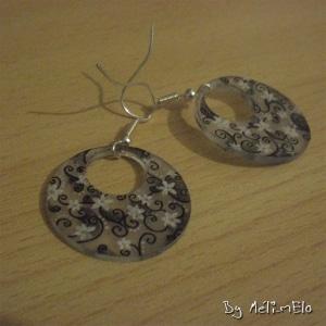 Boucles d'oreilles en plastique dingue