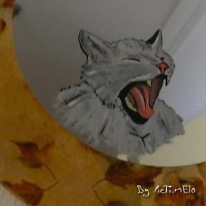 Chat peint sur un miroir