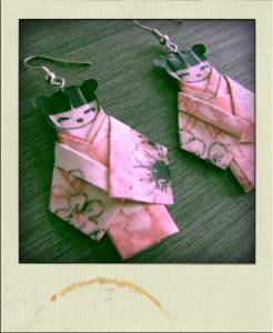 Boucle d'oreille kokeshi en papier