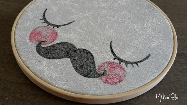 Cadre rond moustaches