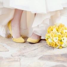 La mariée aux pieds jaunes